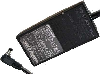 TOSHIBA PA2500U AC ADAPTER 15V 2A USED 3.1 x 6.5 x 9.8mm 90 DEGR