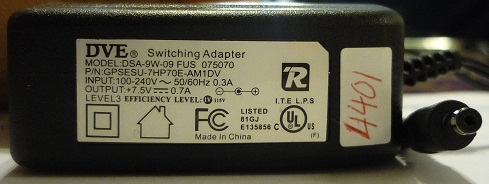 DVE DSA-9W-09 FUS 075070 AC ADAPTER 7.5V DC 0.7A POWER SUPPLY